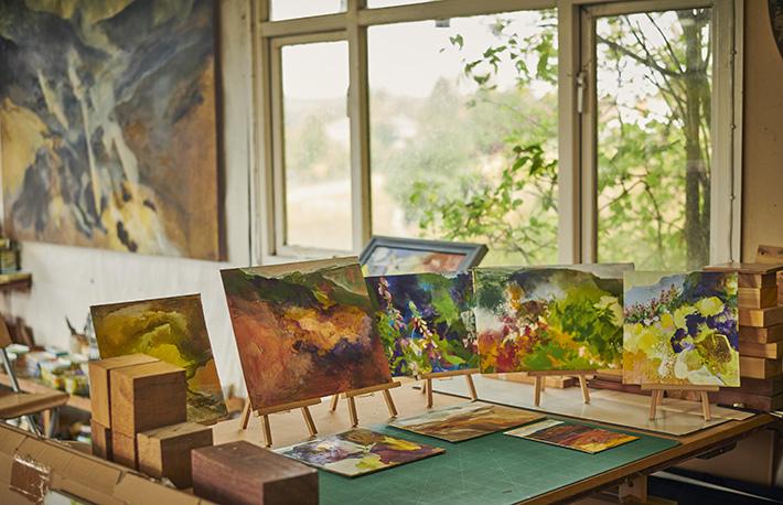 Paintings by Peter Hicks (c) VisitBritain VisitEngland