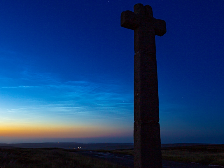 Noctilucent clouds by Steve Bell