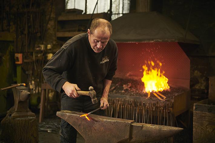 James' blacksmith workshop ©VisitBritain Sam Barker;